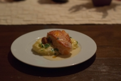 Loch-Duart-Lachs-vom-Grill-mit-Limonencréme-Croûtons-und-Kartoffel-Selleriemousseline