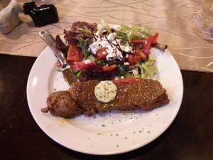 Rumpsteak und Salat